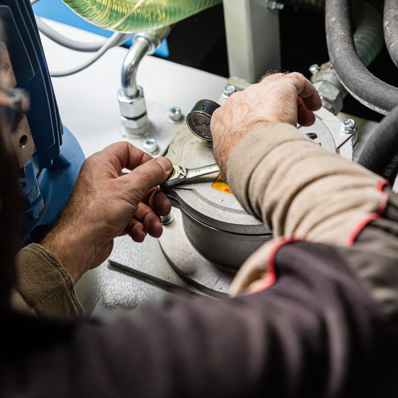 Più di 130 controlli specifici in fase di collaudo per ogni macchina per garantire una qualità eccellente. - CO.MA.FER. Macchine srl
